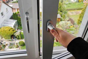 Come eliminare e prevenire la condensa dalle finestre di - Eliminare condensa in casa ...