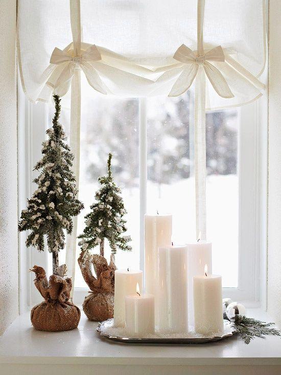 finestra-illuminata-dallo-shabby-per-Natale